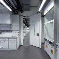 Laboreinrichtung Laborzeile Abzug
