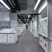 Laboreinrichtung Laborzeile Abzug Hängeschränke